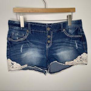 🎁4/20$🎁 Amethyst jean shorts w/lace